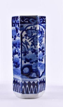 Vase China, Qing-Dynastieblau weiß florales Dekor, Form Sechskant, H: 25 cmVase China, Qing