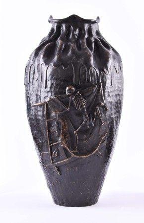 """Große Vase Japan Meiji PeriodeBronze, fließend verarbeitet, schauseitig plastische Darstellung """""""