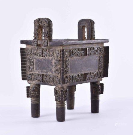 Bronze Opfergefäß Qing-Dynastie, wohl Mingfein ausgearbeitetes Bronzegefäß auf vier Füßen, fein