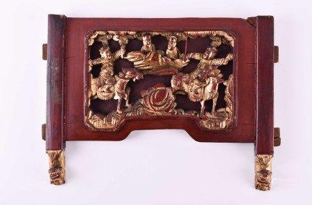 Holzpanel China Qing DynastieHolzpanel mit einer Reitergruppe in rot und Gold gefasst, gut erhalten,