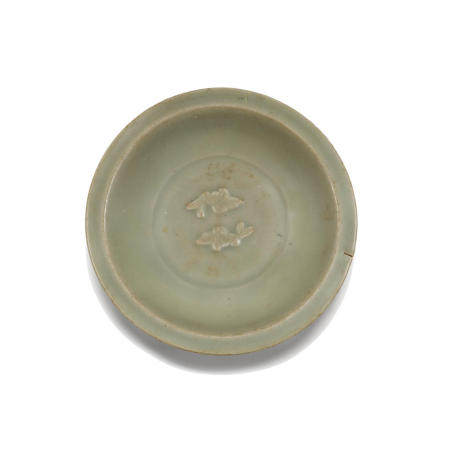 Two longquan celadon dishes  12th-14th century (2)