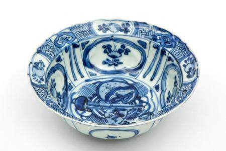A small blue and white Kraak bowl