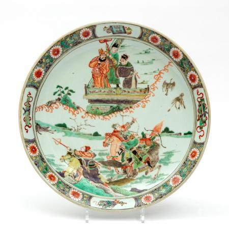 A famille verte charger with a hunting scene