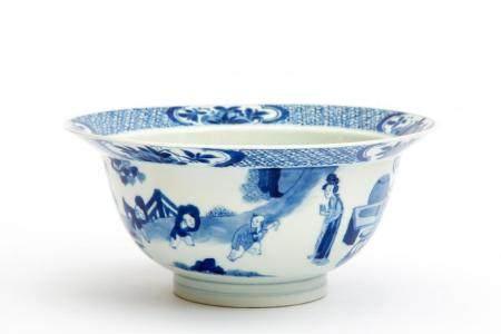 A blue and white Kangxi klapmuts bowl