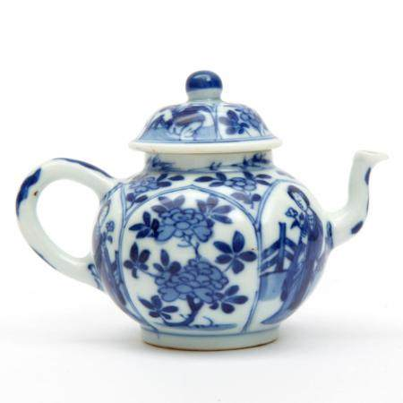 A miniature blue and white Long Eliza teapot