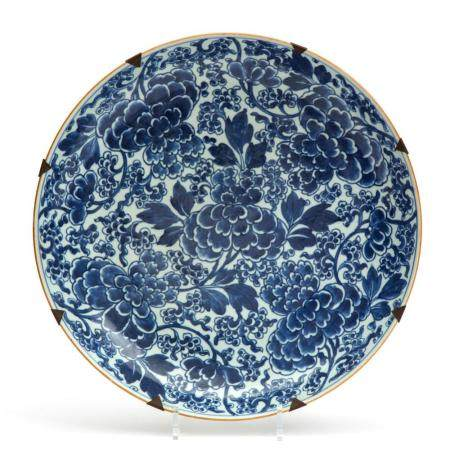 A large wall charger blue and white peony pattern