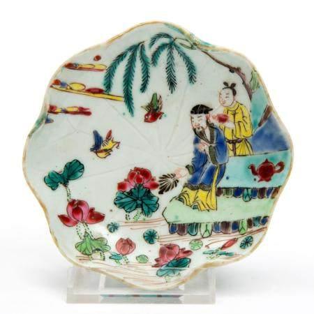 A famille rose lotus leaf shape saucer