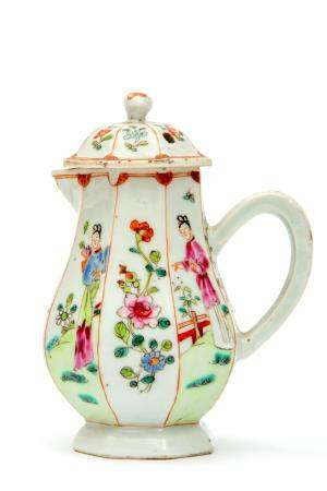 A famille rose lidded pitcher