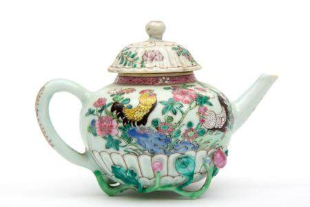 A famille rose cockerel teapot