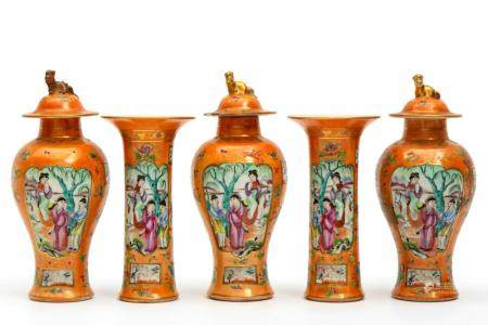 A famille rose mandarin small garniture set