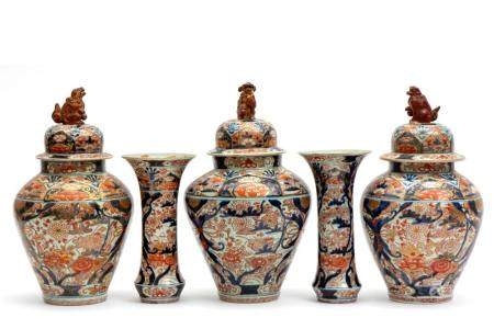 A large Japanse Arita imari garniture set