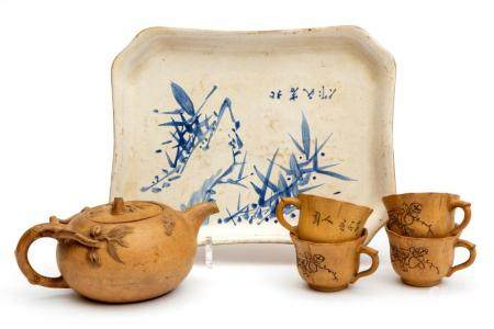 A Yixing pottery teapot, tray and cups