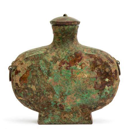 A bronze wine flask (bianhu)