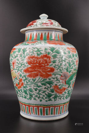 17th century Chinese porcelain covered potiche decorated with flowers and Fô dog