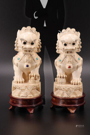 Pair of sculptures with Fô dogs decor with inlays china 1900