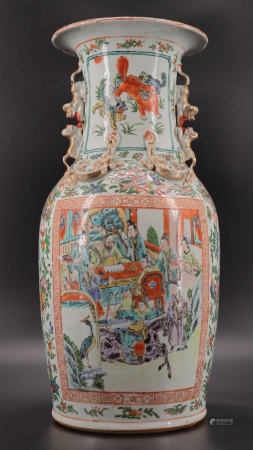 Canton porcelain vase decorated with figures and dogs from Fô 19th