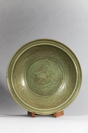 Plat en épaisse porcelaine