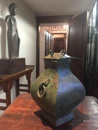 Vase de forme Hu quadrangulaire
