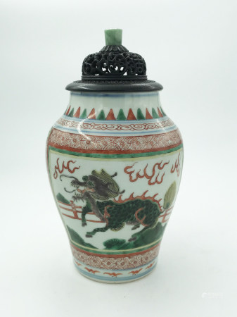 A Chinese Famille Verte 'Phoenix' Jar, 19th c. Qing