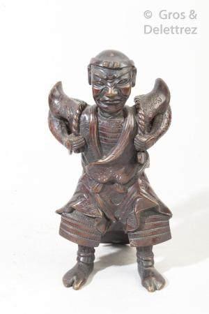 Sujet en bronze représentant un port d'eau. Japon, vers 1900 Haut : 18 cm  Petit manque.