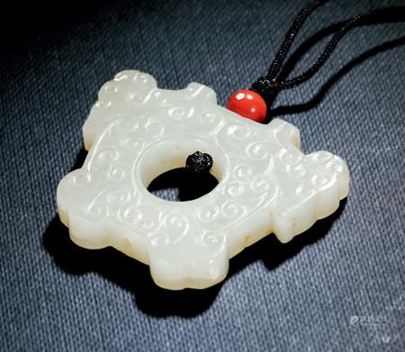 漢 白玉雲紋雙羊首環