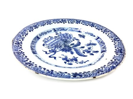 A 19TH CENTURY CHINESE BLUE AND WHITE PLATE