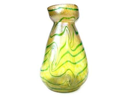 AN ART NOUVEAU GLASS VASE BY LOETZ