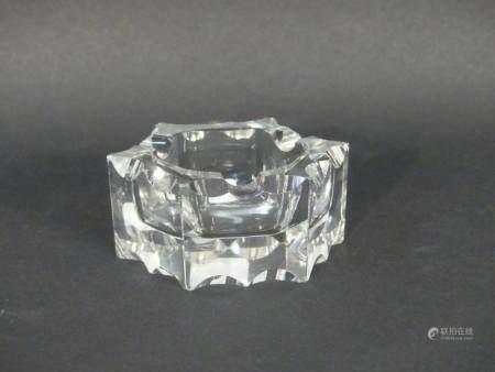 BACCARAT. Cendrier en cristal taillé. Diamètre : 10 cm