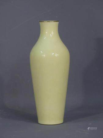 SEVRES. Vase Balustre en procelaine émaillée. MArqué S 1903 sous la base. Huat : 37 cm
