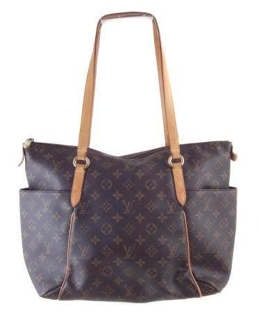 A Louis Vuitton Monogram Totally MM handbag,