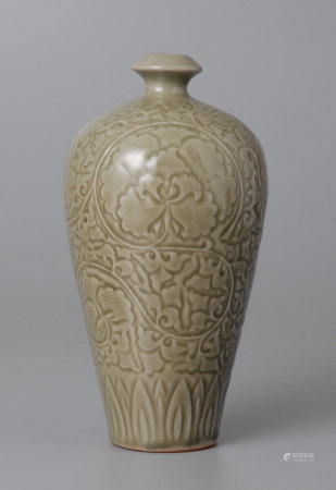 耀州窯青釉刻花梅瓶