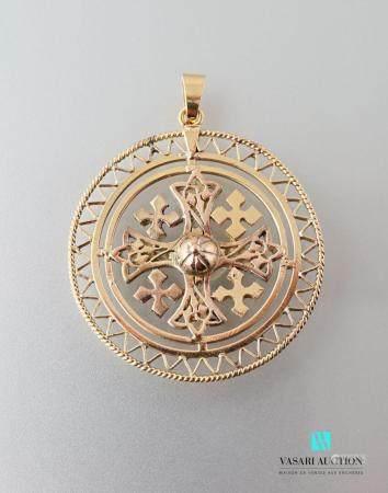 Pendentif rond en or 750 millièmes repercé à décor de croix 12,3 g.