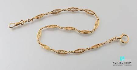 Chaîne giletière en or jaune 750 millièmes mailles navettes à décor filigrané Poids brut : 16,4