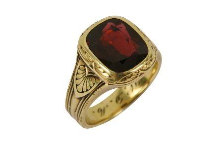 A garnet gents ring