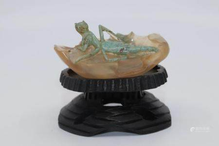 CHINESE AGATE LILY PAD BRUSH WASHER WITH GREEN GRASSHOPER ,