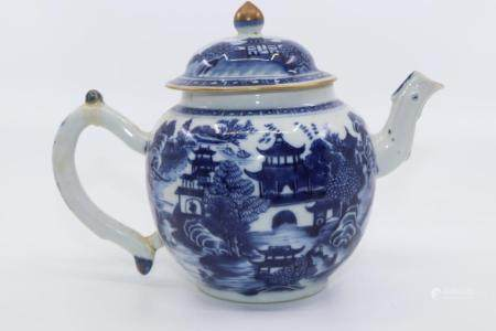 19TH CENT CHINESE EXPORTWARE BLUE AND WHITE TEAPOT WITH PAGO