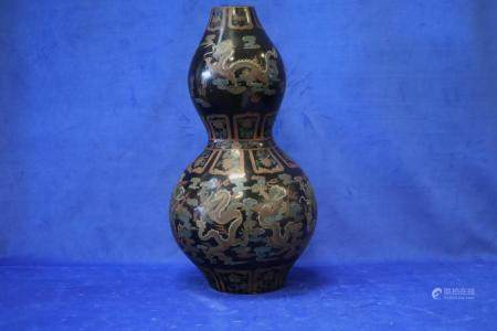 EARLY 19TH CENTURY CHINESE BLACK LAQUER VASE, DOUBLE GOURD S