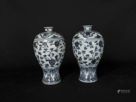 明中期-青花纏枝蓮紋梅瓶一對