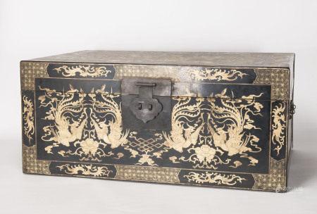 清代-黑漆鳳紋皮箱