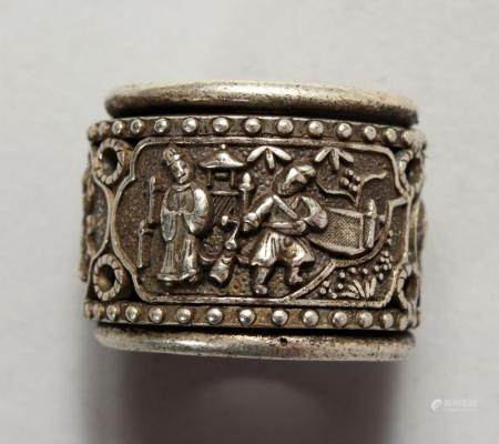 A CHINESE WHITE METAL ARCHERS RING. 1ins wide.
