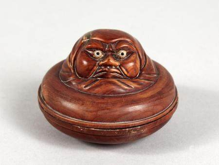 AN AMUSING JAPANESE CARVED WOOD CIRCULAR BOX. 2.5ins diamete