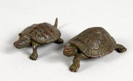 TWO JAPANESE MINIATURE BRONZE TURTLES. 2.25ins long.