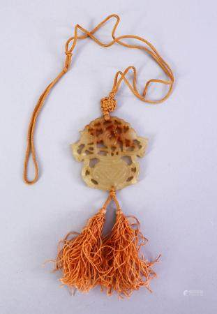 A GOOD CHINESE CARVED JADE PENDANT, depicting a floral spray