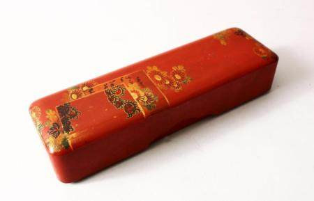 A GOOD JAPANESE MEIJI PERIOD RED LACQUER & GILT DECORATED LI