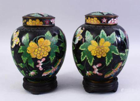 A GOOD PAIR OF 19TH / 20TH CENTURY CHINESE CLOISONNE JARS, C