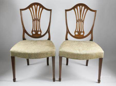 Pair of English Hepplewhite Mahogany Shield-Back Dining Chai