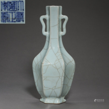 QING DYNASTY, GUAN TYPE GLAZED OCTAGONAL LONG-NECKED BOTTLE WITH TWO HANDLES, WITH MARK