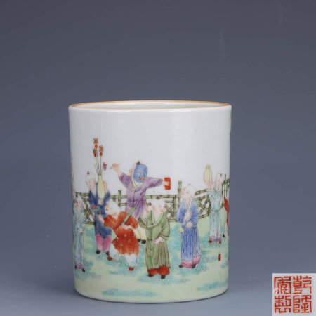 A Chinese Famille Rose Figure Painted Porcelain Brush pot
