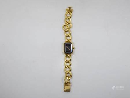 Montre «Ma Première» en or jaune 18 carats (750 millièmes), boitier rectangulaire à pans coupés