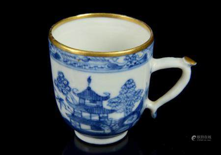 A small Chinese export cup, blue and white porcelain, Qing D